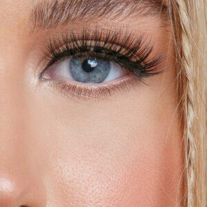 Model Type lashes close-up